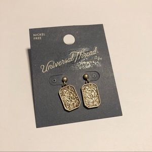 NWT universal thread earrings #318